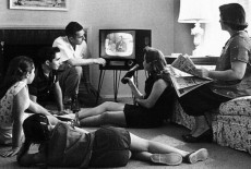 Tranh nhau chiếc tivi