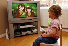 Trẻ xem xem tivi nhiều thường hay ốm yếu
