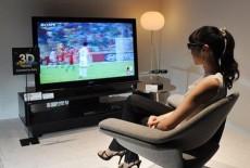 Khách hàng ngỡ ngàng khi tivi 3D đại hạ giá