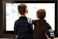 Xem tivi 3 tiếng mỗi ngày trẻ dễ bị bắt nạt