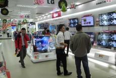 Tivi bày bán ở cửa hàng xem nét hơn khi mang về nhà