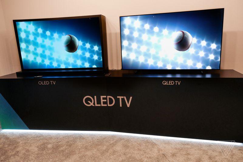 so sánh độ tương phản và độ sáng của tivi OLED và QLED